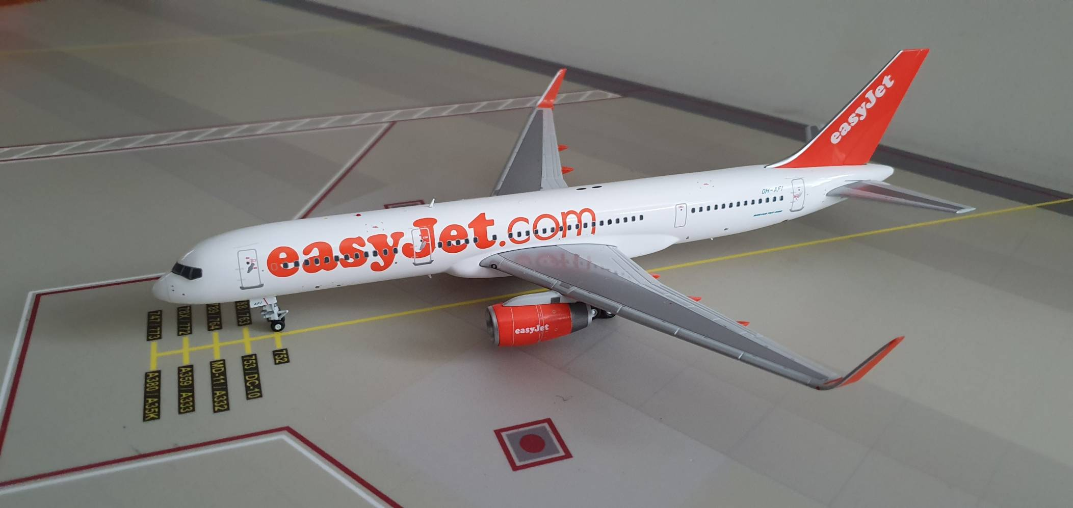 JC Wings Boeing 757-200 Easyjet OH-AFI €80